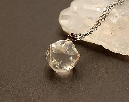 天然白水晶六十面體3.JPG
