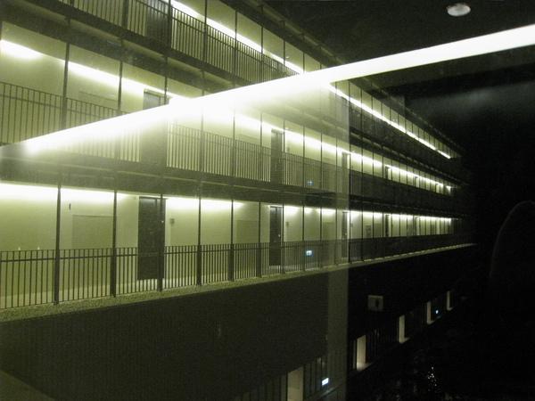 房外穿透性高的明亮空間
