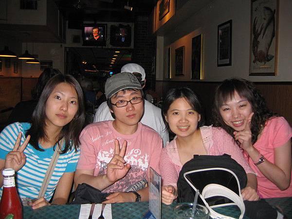 我跟shirley還有兩個韓國人