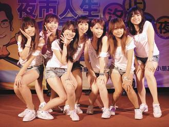 台電「電心女孩」舞團由辣妹組成,昨晚在汐止演出掀起高潮。