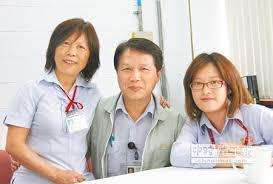 核家歡  ↑吳洋溢(中)與黃慈慧(左)因同在核一廠服務而共組家庭,掌上明珠吳佳錡(右)也考進核一廠,吳洋溢的叔叔也是從核一廠退休。(李宗祐攝)