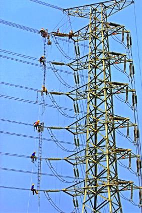 98年台電之美攝影比賽~電力組金牌獎-高壓電塔作業
