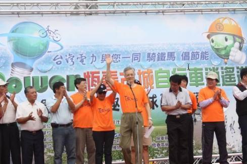 99年台電總經理李漢申一同騎鐵馬倡節能