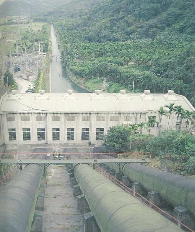 台電教師研習營蘭陽電廠旅遊介紹~蘭陽溪水經壓力管入蘭陽電廠