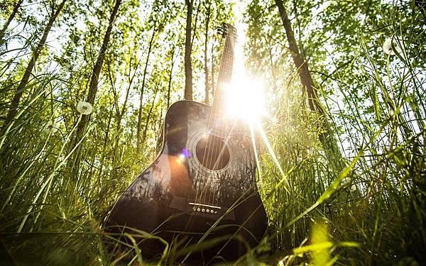 acoustic-guitar-407214_960_720-960x600.jpg