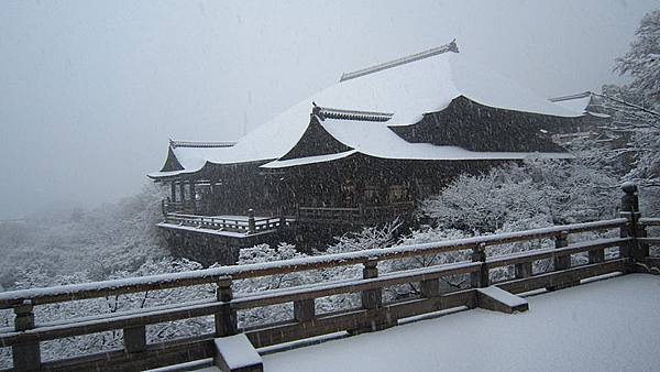 800px-Kiyomizudera_Snow