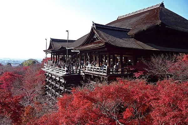 800px-Kiyomizu-dera_in_Kyoto-r