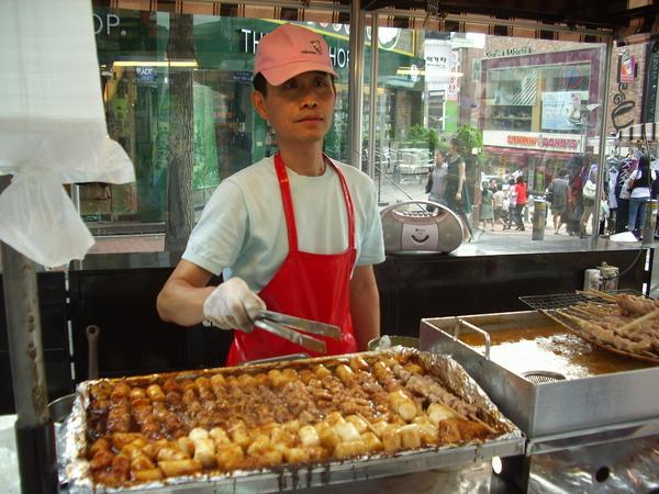梨大門口烤肉串大叔