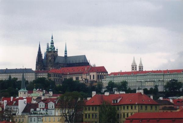 44 布拉格是世界上最美的城市之一(世界最大的古堡).jpg