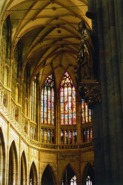 45 布拉格大教堂嵌花玻璃.jpg