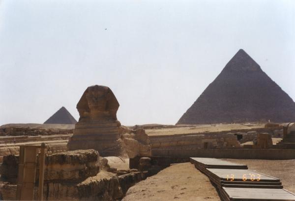 2 獅身人面像是Khafra長老蓋的,位于Khafra金字塔前,比想象的小.jpg