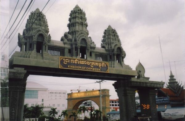 19 柬國賭城大門.jpg