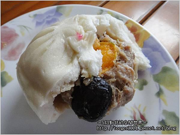 香菇蛋黃肉包2.jpg