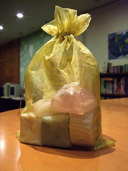 11_基地手工皂包裝.jpg