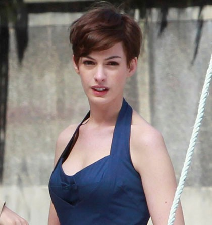 Anne-Hathaway-short-hairstyle