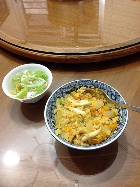 南瓜糙米飯+高麗菜蛋花湯