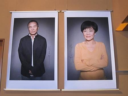 侯導與張導巨幅海報懸掛柏林影展主會場.JPG