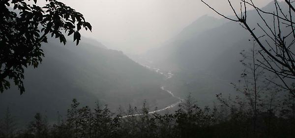 遠遠的可以看到河道