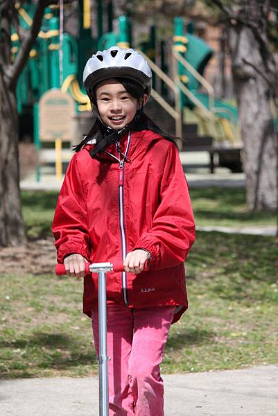 滑板車小妮