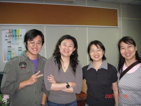 左中大集合,從左至右--彰慶、我、淑瑮老師跟玫菁