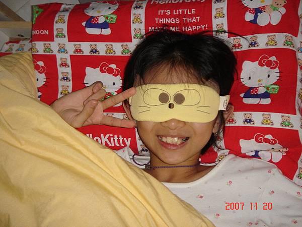 芃芃跟她的卡拉貓眼罩