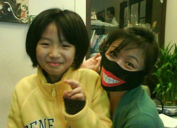 亞容口罩上的大嘴巴是芃芃的傑作喔