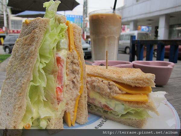 鮪魚三明治&拿鐵
