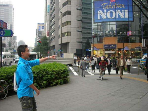 當我們大聲用中文嚷嚷找不到時...一個台灣導遊好心帶路