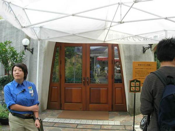 等待美術館開門...很可惜管內不能拍照