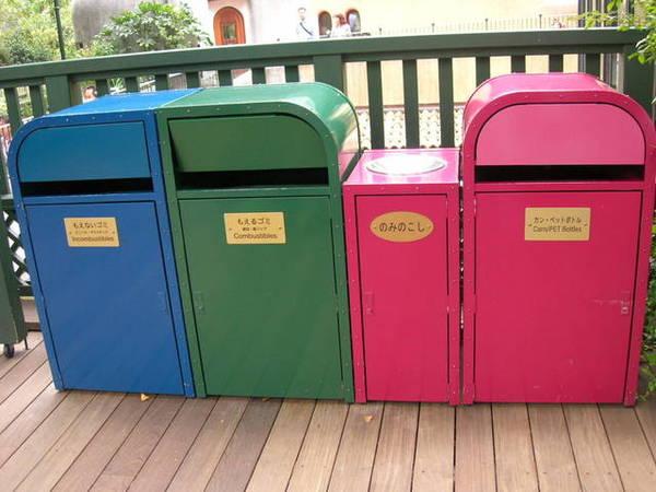 連垃圾桶都好鮮豔
