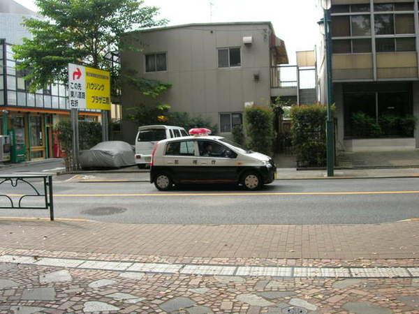 日本的警車超像玩具車...應該不能用來追犯人