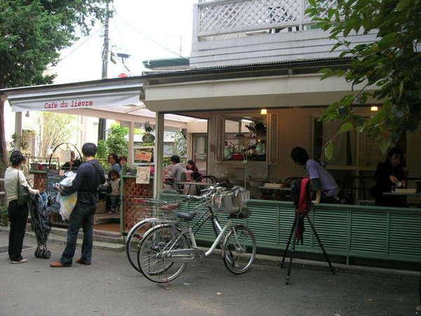 出公園轉角一家小店...很想坐下來享受一頓