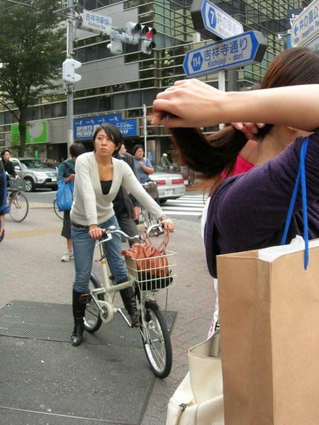 日本型男型女騎腳踏車都有型