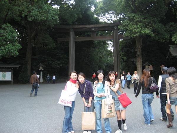 不過我們中途在吉祥寺逗留太久...明治神宮這邊天氣都變糟了