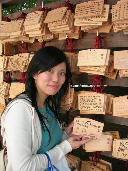 這不是我寫的...我字很美...好不容易找到一個台灣人的
