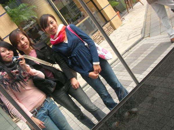 剛來時取笑日本人太急著穿冬裝...哈果然是會冷耶
