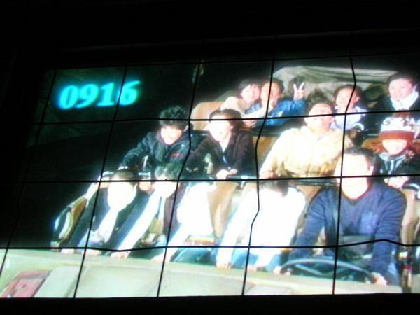 第一排左二是我...這照片要花錢買..我是自己翻拍螢幕畫面
