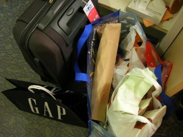 要帶回台灣的行李...明明沒買什麼...但還是塞到不夠裝