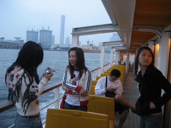 一上船每個人就忙著拍照