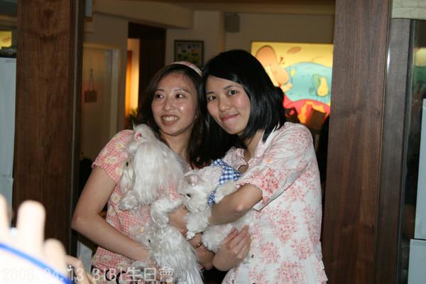 Kiki麻很強...自己做母女裝...連髮箍都同款
