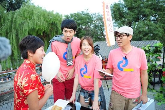 Running Man 中間女生粉紅色衣為KARA姜知英.jpg