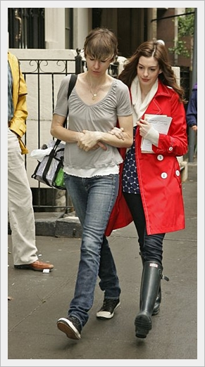 Anne_Hathaway_in_rubber_boots_wellies.jpg