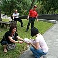 遇到熱情印尼遊客...李小bi又成為焦點