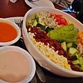 海鮮彩虹沙拉...搭洋蔥油醋醬跟檸檬什麼醬忘了