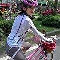 bibi也一早被挖起來參加自行車遊行