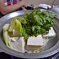 豆腐鍋竟然就真的只是豆腐,日本商品果然很表裡一致,跟菜單上長一樣
