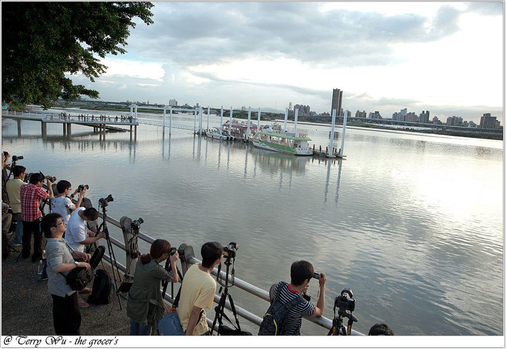 2012-06-17 大稻埕碼頭~等到的會是大雨還是大景-3