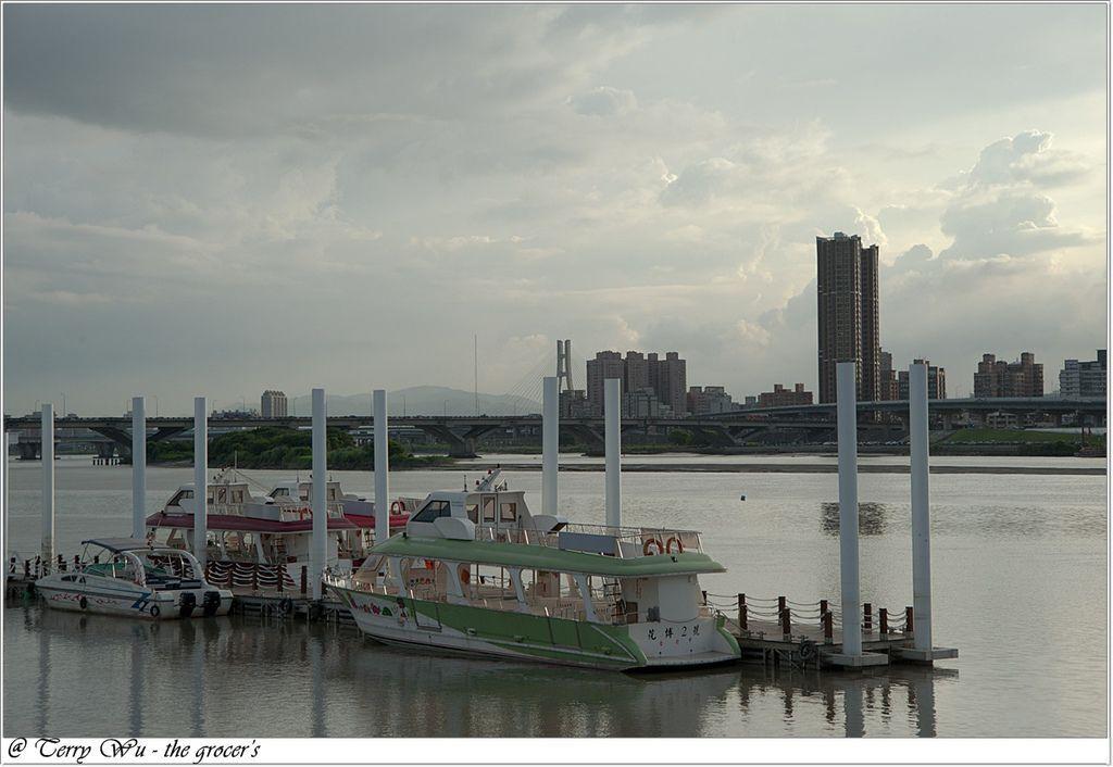 2012-06-17 大稻埕碼頭~等到的會是大雨還是大景-2
