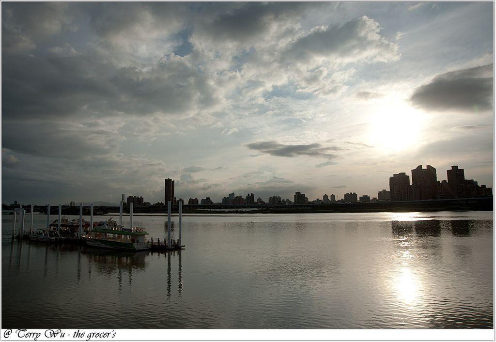 2012-06-17 大稻埕碼頭~等到的會是大雨還是大景