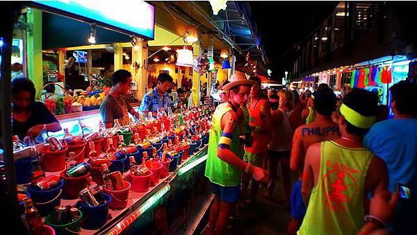 Full-Moon-Party-in-Thailand-CC-Roslyn.jpg